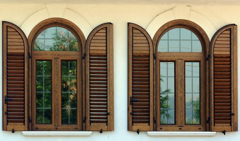 Infissi in legno brianza porte interne brianza cariva - Finestre in legno gia pronte ...